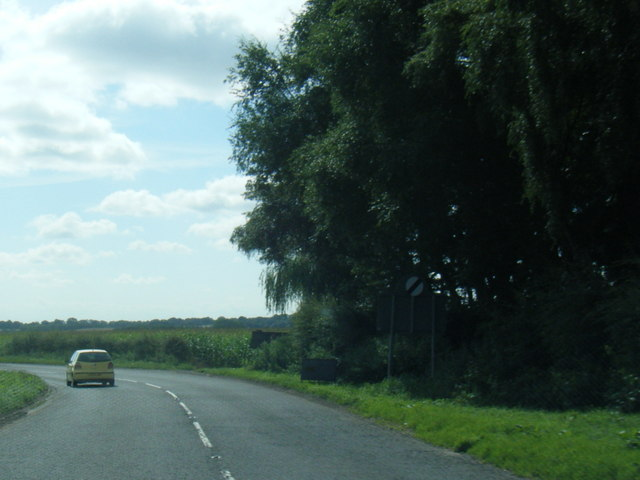 A158 Partney Road leaving Sausthorpe