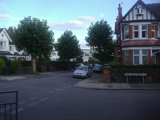 Park View Road at the junction of Etchingham Park Road