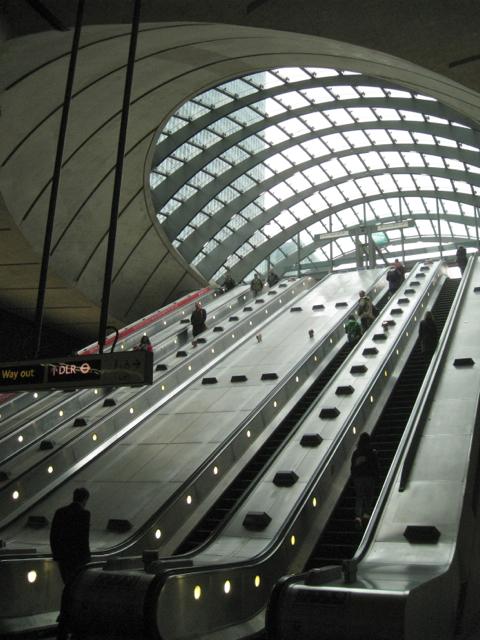 Canary Wharf, Jubilee Line station, west escalator hall