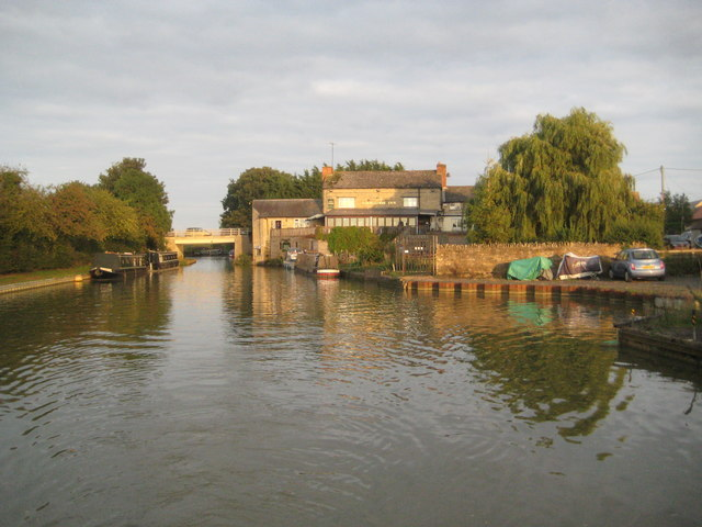 Grand Union Canal: Thrupp Wharf Winding Hole