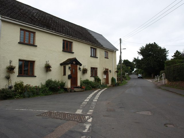 Junction of Sampson's Hill with the main road through Shillingford St George