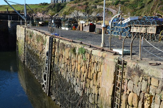 Harbour wall, Crail