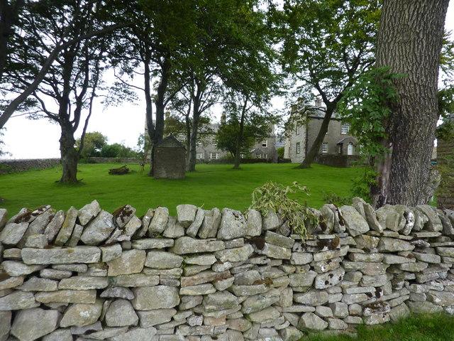 Yarnbury, a house on the moors