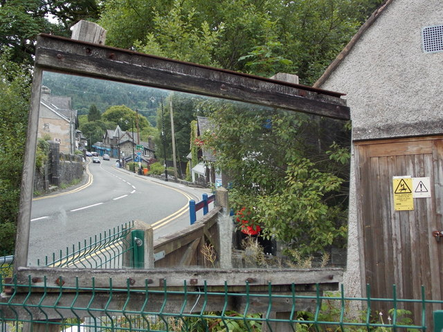 Betws-y-coed: motorist's mirror on the A5