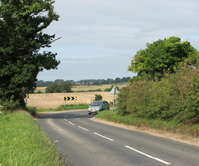 Sharp bend in the B1149 road to Edgefield