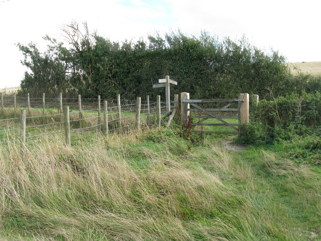 Bridleway finger post east of East Dean