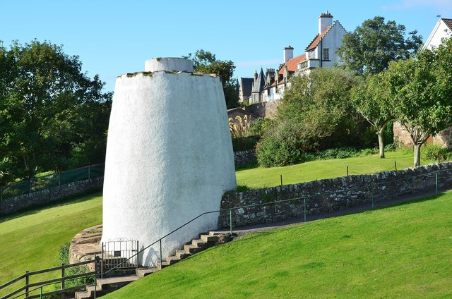 Doocot by the sea, Crail