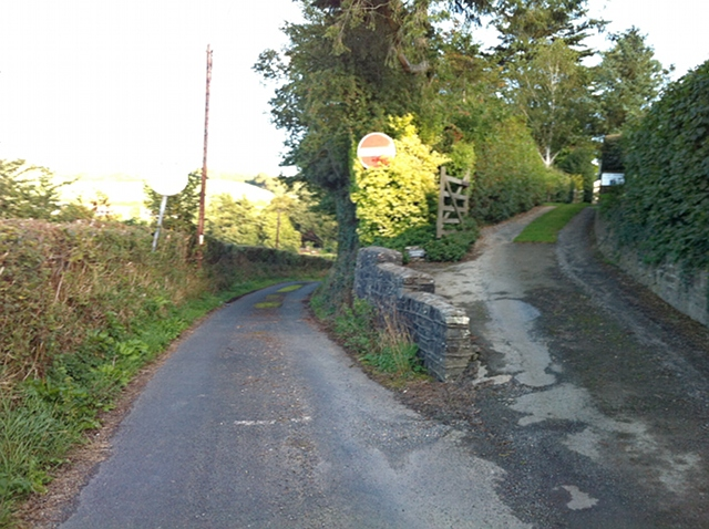 Minor road at Little Weir: descent to the A377