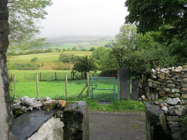 Golygfa dros Gwm Prysor o ddrws Yr Ysgwrn - View across Cwm Prysor from the doorway of Yr Ysgwrn