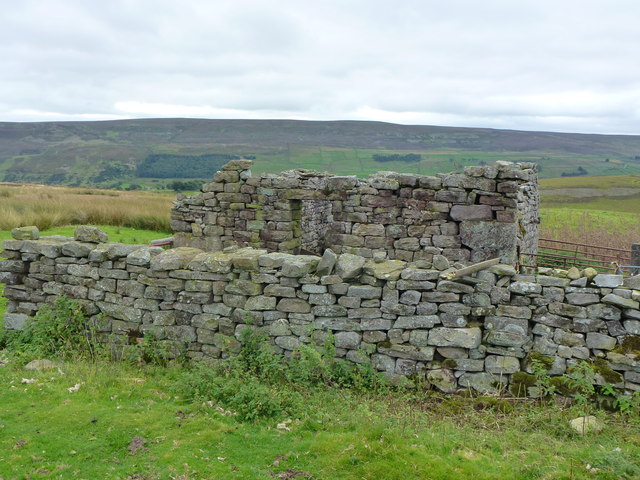 Ruined farm building north of Surrender Gill