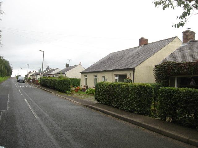 Roadside cottages at Hollee