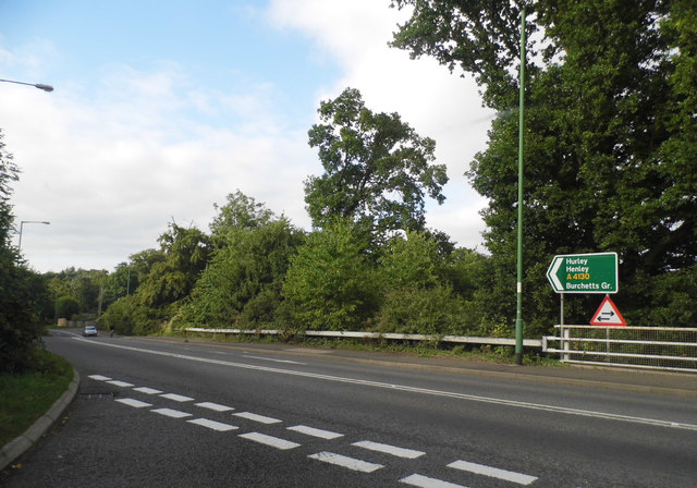 The exit from the A404 on Henley Road
