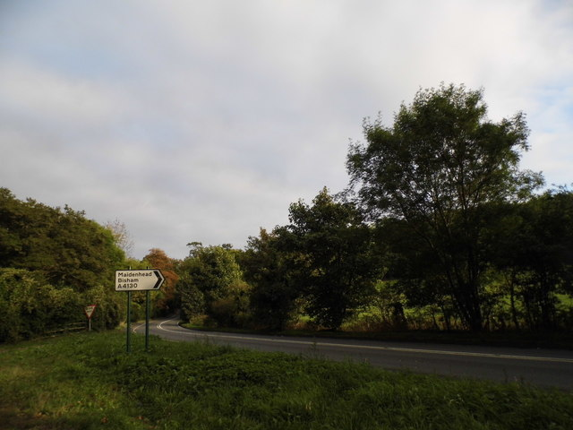 Bend on the A4130, Hurley