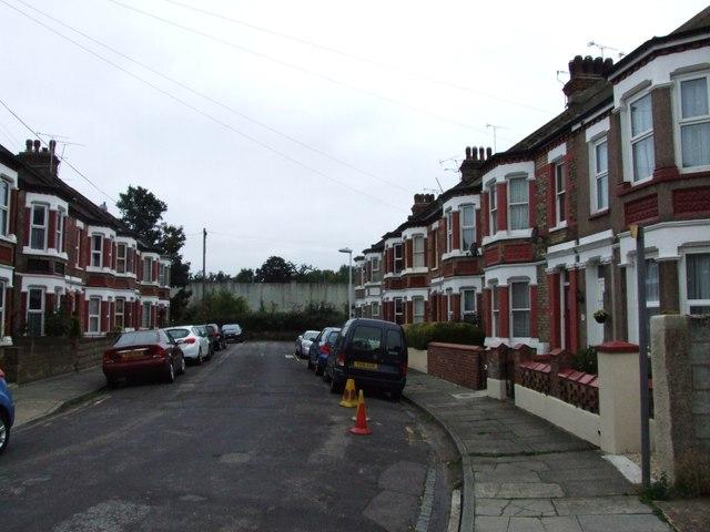 Cumberland Avenue, Gravesend