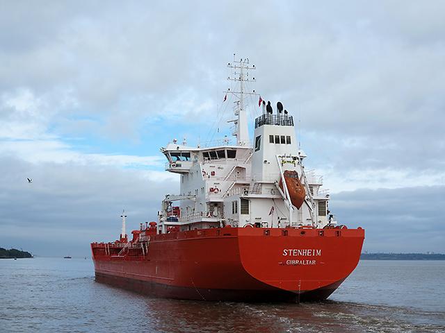 Stenheim departing from Eastham Locks