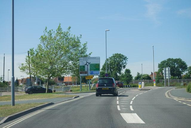 B3159 approaching Manor Roundabout