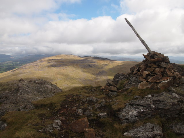 Summit Cairn, Gyrn Goch