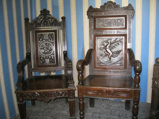 Cadeiriau barddol Hedd Wyn - Hedd Wyn's bardic chairs