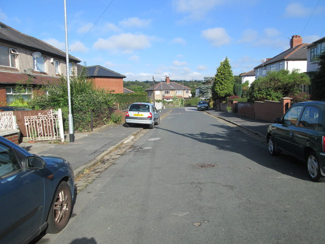 Gipton Wood Crescent - looking towards Upland Crescent