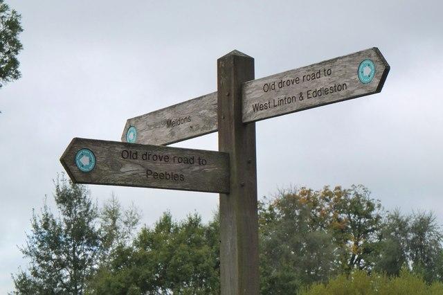 Footpath signpost, Nether Stewarton