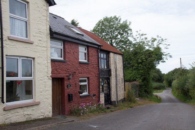 Cottages, Llanddeusant