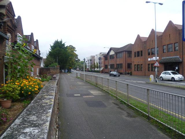 The setting of the Smyth Almshouses on Bridge Road