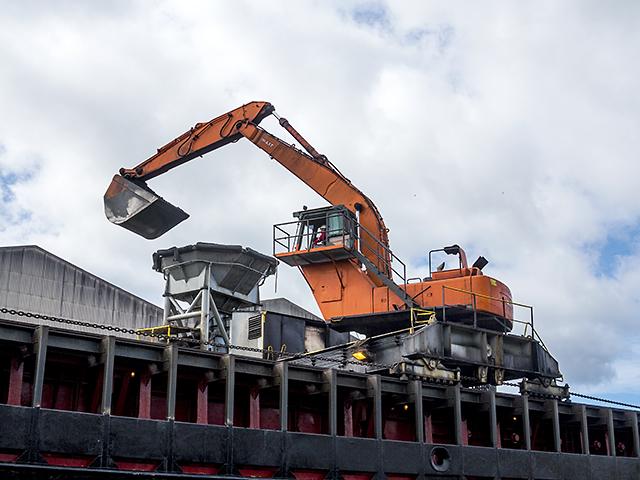 Mechanical shovel on the CSL Clyde