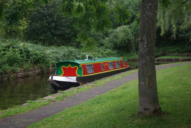 Narrowboat at Trevor