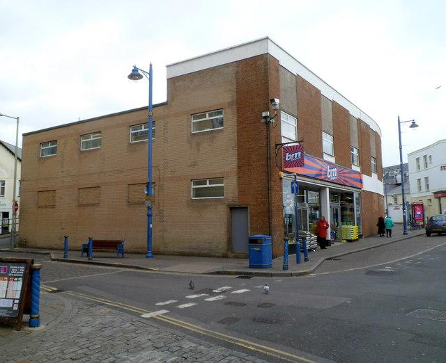 B&M Bargains in former Woolworths Porthcawl