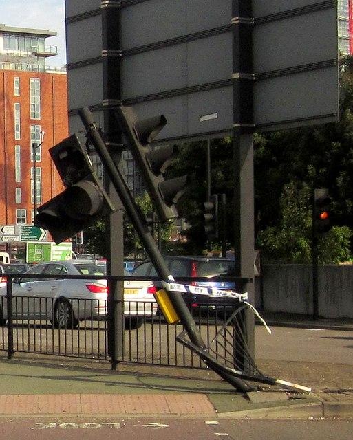 Damaged traffic lights, Wandsworth