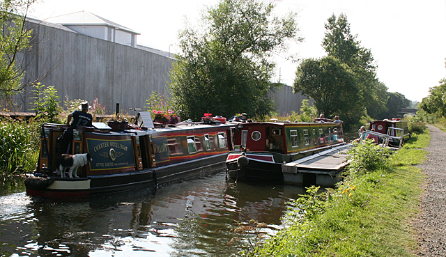 Narrowboats at Redding