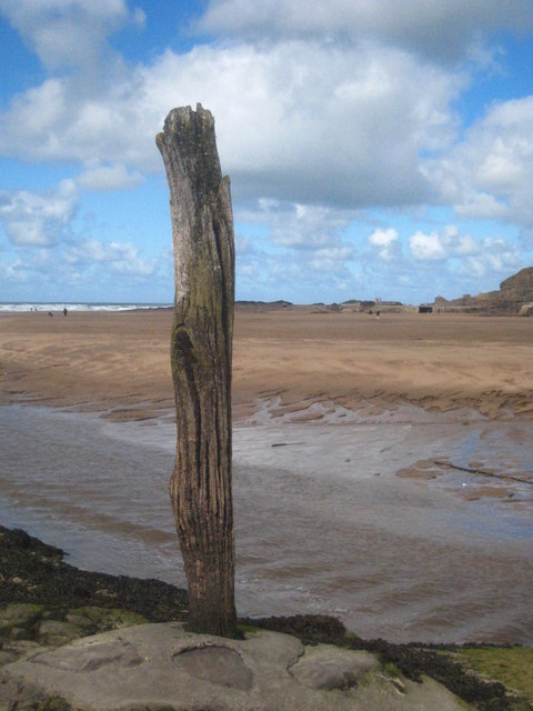 An old wooden channel marker at Bude Haven