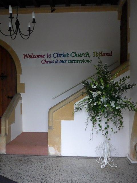 Christ Church, Totland: foyer