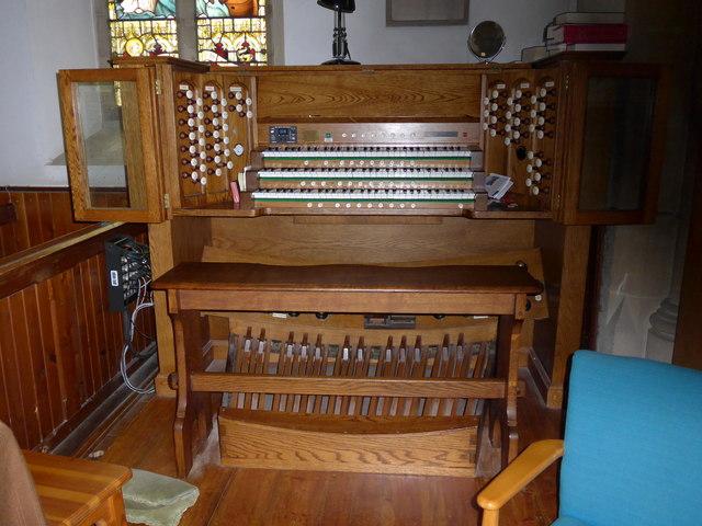 Christ Church, Totland: organ keyboard