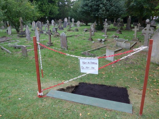 Christ Church, Totland: churchyard (B)