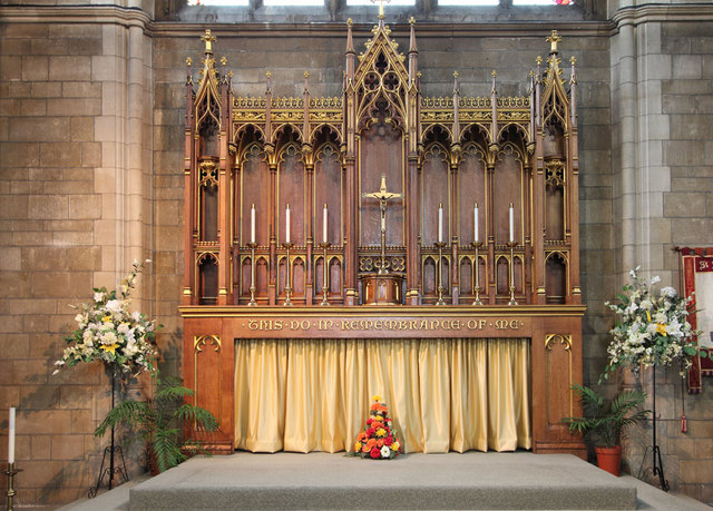 St Stephen, Bush Hill Park - High altar