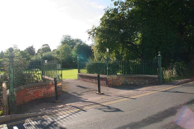 Park gateway in Treeton Road