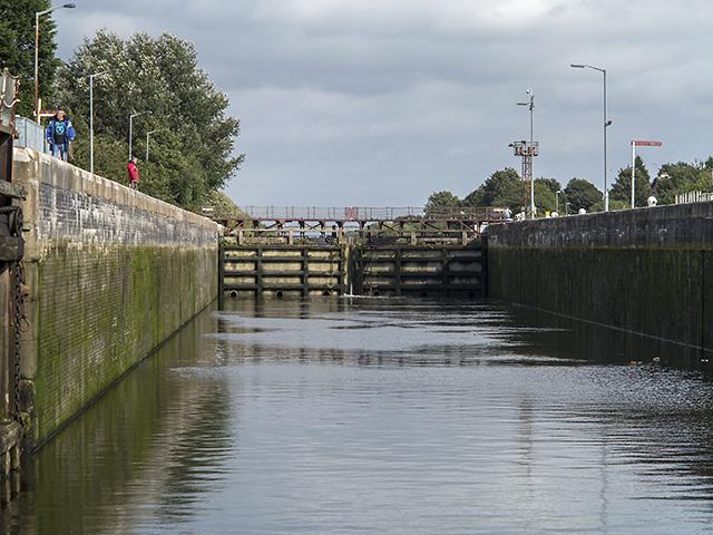 Entering Latchford Lock