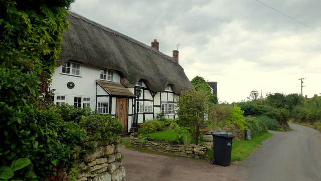 Thatched cottages on Manor Road, Eckington