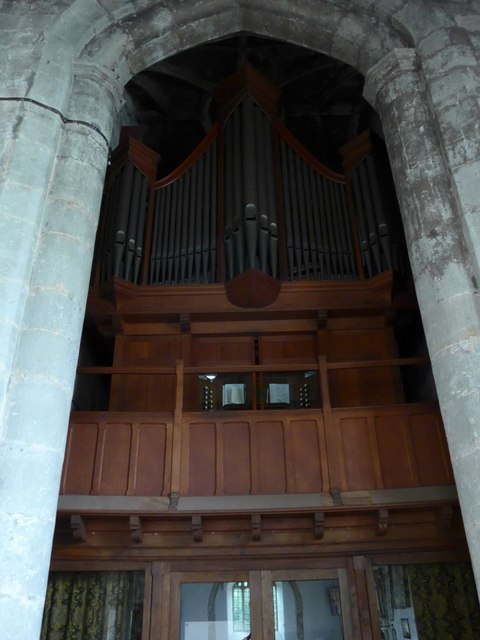St Mary, Carisbrooke: organ
