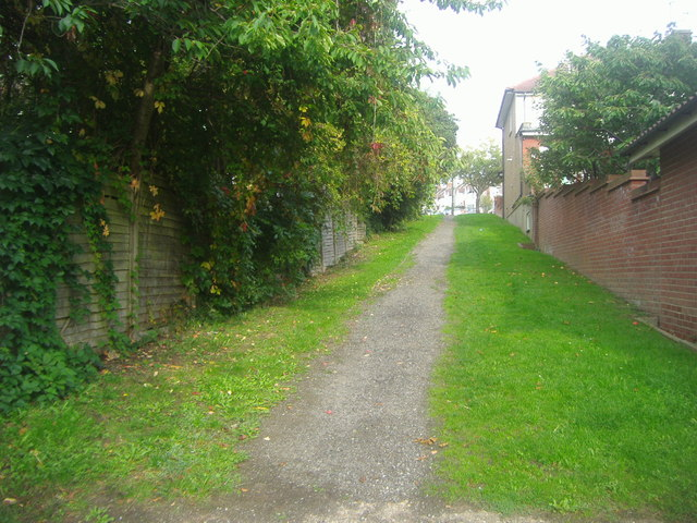 Path from Pymme's Brook to Hampden Way