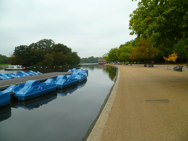 Boats at The Serpentine pier