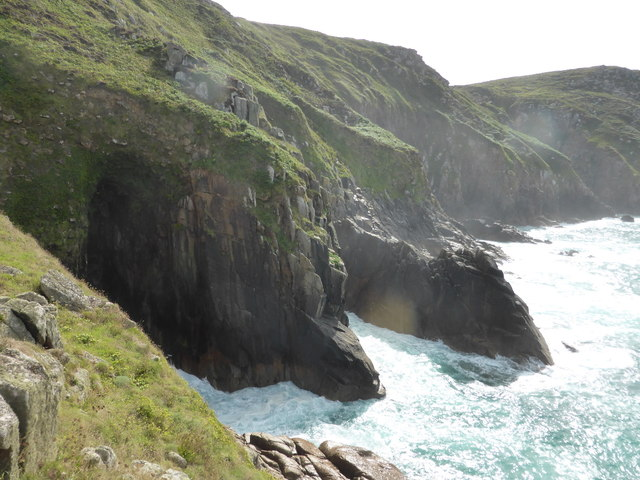 Cliffs on Whirl Pool zawn