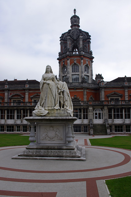 Queen Victoria statue, Royal Holloway