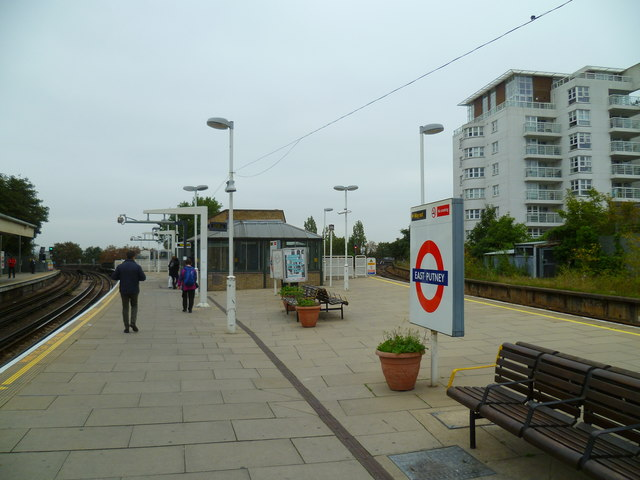 Looking north on East Putney station