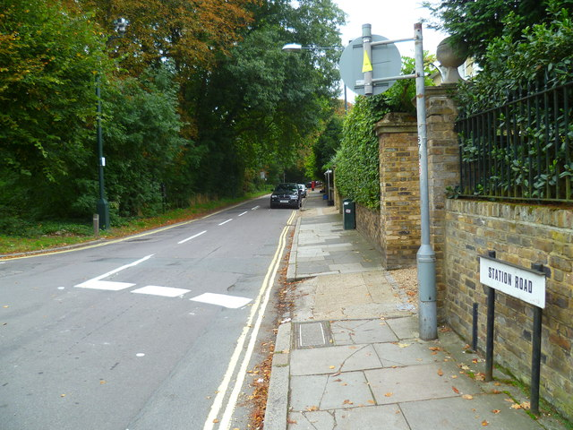 Looking east along Station Road from the junction with Mill Hill Road