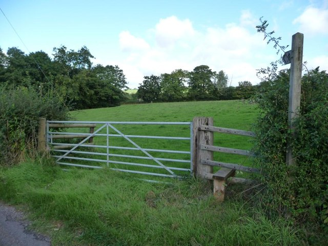 Footpath signpost and stile, west of Lan Sor