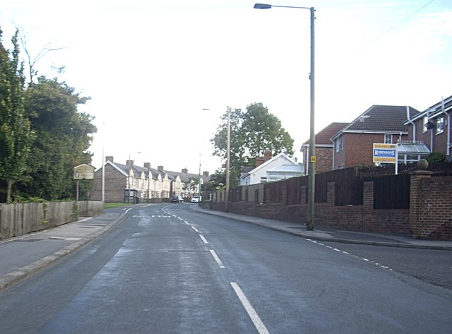 Approach to junction of B6302 with Fairview in Newhouse