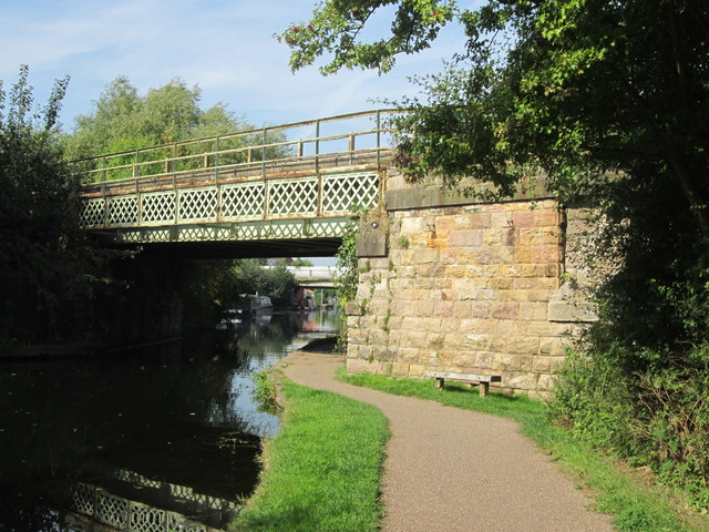 Railway bridge over the Erewash Canal north of Trentlock