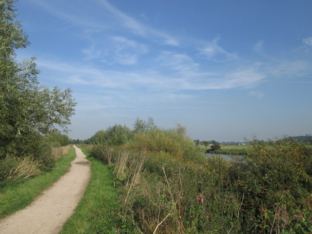 Footpath by the River Trent west of Trentlock